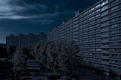 Block of flats at night - p401m954854 by Frank Baquet