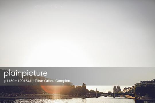 Sunset Seine - p1150m1201641 by Elise Ortiou Campion