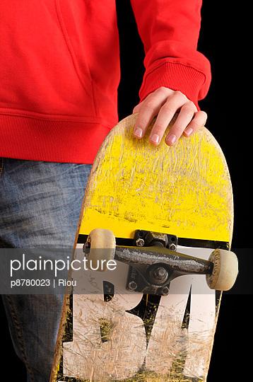 Junge mit Skateboard - p8780023 von Riou
