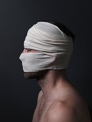 Bandage - p1052m955645 by Wolfgang Ludwig