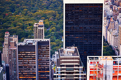 Solow Building and Central Park - p900m880294 by Michael Moser