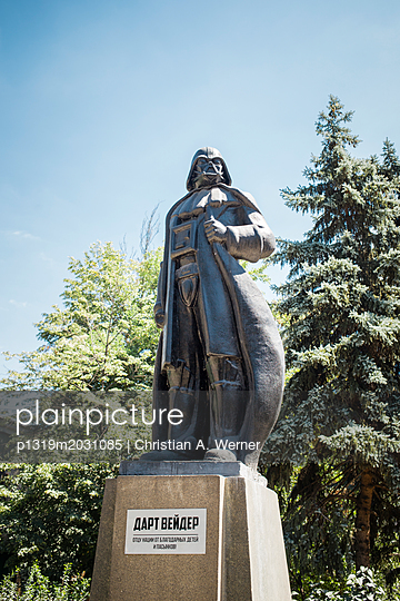 Darth Vader-Statur (ehemalige Lenin-Statur) - p1319m2031085 von Christian A. Werner