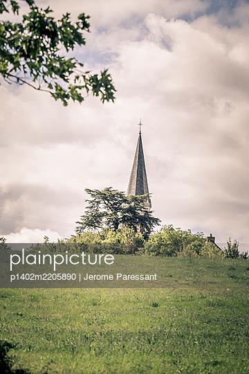 Frankreich, Glockenturm erhebt sich aus dem Boden - p1402m2205890 von Jerome Paressant