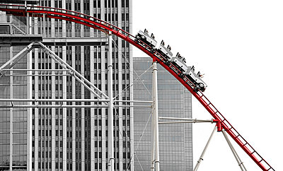 Rollercoaster and high rises - p4162401 by Jens Erbeck