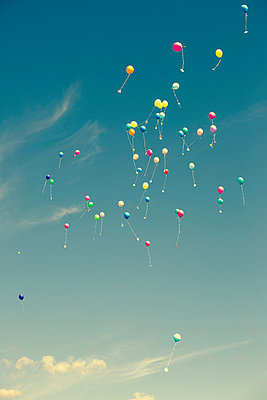 Balloons in freedom - p432m854583 by mia takahara
