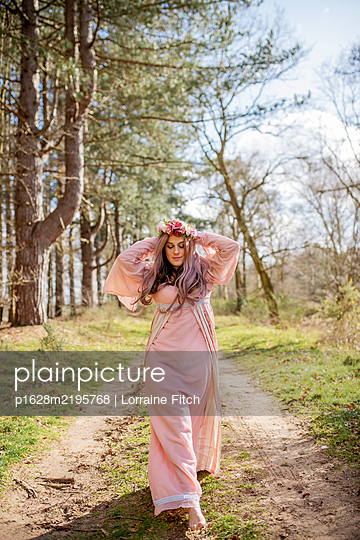 Woman with flower crown - p1628m2195768 by Lorraine Fitch