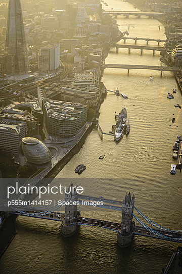 Aerial view of London cityscape and river, England - p555m1414157 by Spaces Images