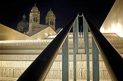 Kathedrale von Marseille bei Nacht - p636m2021633 von François-Xavier Prévot