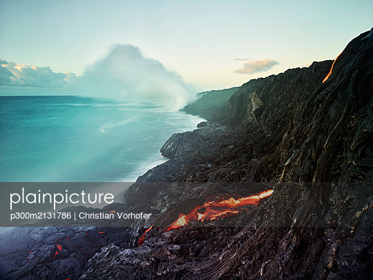 Lava flowing from Pu'u O'o' in sea at Hawaii Volcanoes National Park against sky - p300m2131786 by Christian Vorhofer
