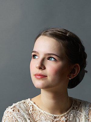 Portrait of teenage girl  - p1376m2168654 by Melanie Haberkorn