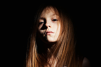 portrait on a black background of a long haired girl - p1540m2192299 by Marie Tercafs