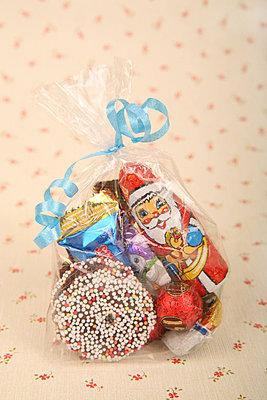 Bunte Weihnachtstüte - p165m855661 von Andrea Schoenrock