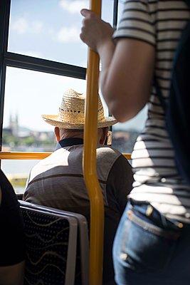 Tram fahren - p310m1575016 von Astrid Doerenbruch