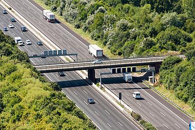 Autobahnbrücke über die A2 - p1079m995523 von Ulrich Mertens
