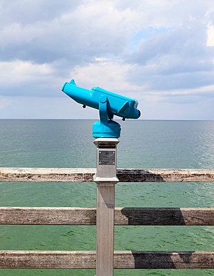 Binoculars - p0452789 by Jasmin Sander