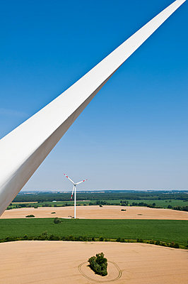 Windräder in Grevesmühlen - p1079m881328 von Ulrich Mertens