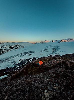 Alaska, Zelten neben einem Gletscher - p1455m2204779 von Ingmar Wein