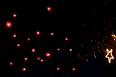 Beleuchtete Sternlampions - p533m1474785 von Böhm Monika