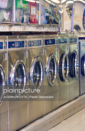 Laundromat in New York City - p1328m2077174 by Pierre Desrosiers