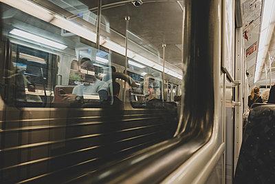 Reflektionen in der Bahn - p1345m1496382 von Alexandra Kern