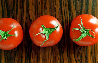Drei frische Tomaten - p1650106 von Andrea Schoenrock