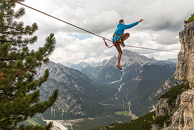 Highliner in the dolomites - p343m1107146 by Sebastian Wahlhuetter