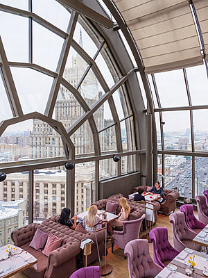 White Rabbit restaurant in Moscow with a view of the russian foreign office building - p390m2013437 by Frank Herfort