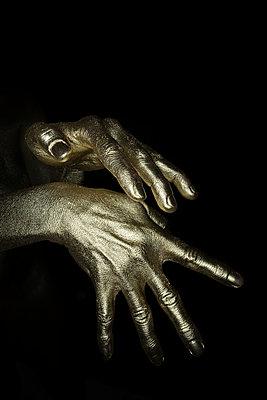Gold Finger - p427m1110707 von R. Mohr