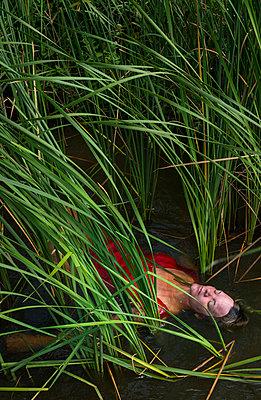 Water corpse - p1132m931856 by Mischa Keijser