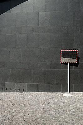Germany, North Rhine-Westphalia, Duesseldorf, part of facade of K20, Kunstsammlung Nordrhein-Westfalen - p300m2213875 by visual2020vision