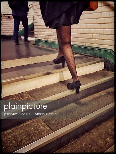 Young woman inside a tube station - p1654m2253729 by Alexis Bastin