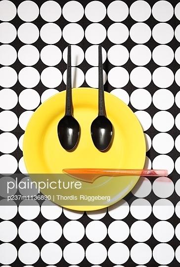 Emoji-Teller, gut gelaunt - p237m1136890 von Thordis Rüggeberg