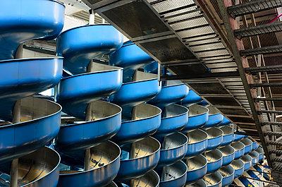 Paketrutschen im ehemaligen Postverteilzentrum Linz - p1463m2227430 von Wolfgang Simlinger