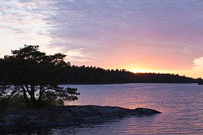 Sonnenuntergang in Västervik - p7980098 von Florian Loebermann