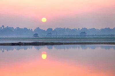 Sunrise over Taungthaman Lake and U Bein Bridge, Amarapura, near Mandalay - p871m819383 by Lee Frost