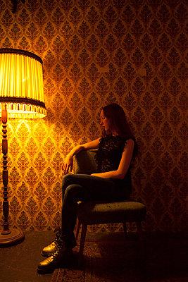 Traurige Frau - p045m1208466 von Jasmin Sander