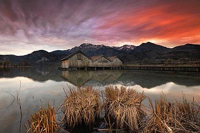 Germany, Bavaria, Lake Kochelsee at sunset - p300m1416896 by Michael Bottari