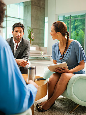 Business people meeting in lobby - p555m1478259 by Erik Isakson