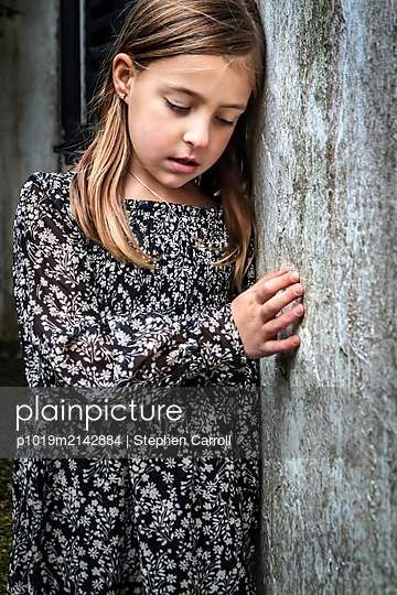 Girl leaning on wooden wall - p1019m2142884 by Stephen Carroll
