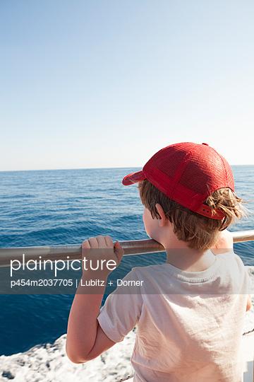 Little tourist - p454m2037705 by Lubitz + Dorner
