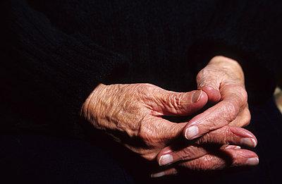 Praying hands - p1095m880951 by nika