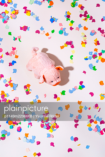 Lucky pig and confetti - p1149m2296668 by Yvonne Röder