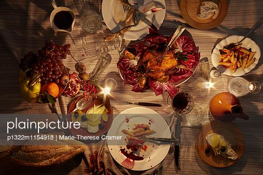 Tischszene im Kerzenlicht - p1322m1154918 von Marie-Therese Cramer