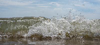 Wave - p1132m2027969 by Mischa Keijser
