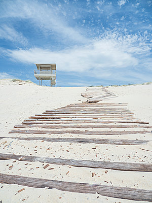 Lifeguard hut by boardwalk - p1427m2128254 by WalkerPod Images