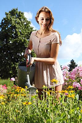 Gartenarbeit - p045m853023 von Jasmin Sander