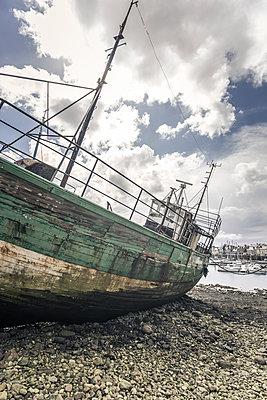 Ship cemetery - p1402m2081853 by Jerome Paressant