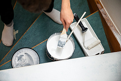 Painting the staircase - p1687m2278468 by Katja Kircher