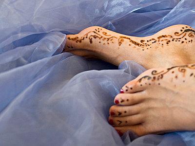 Bemalte Füße auf Organza - p7580043 von L. Ajtay