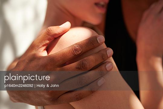 Interracial partnership, symbolic image - p1640m2246092 by Holly & John
